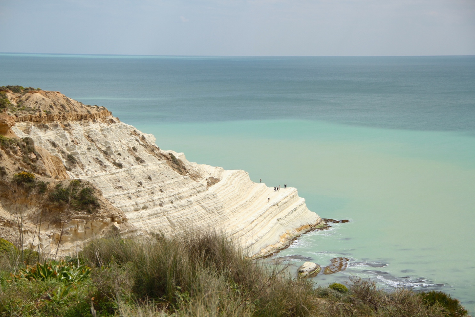 white cliffs with how to become a travel blogger