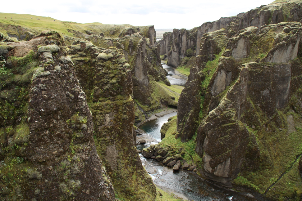 How Become a Travel Blogger a Icelandic Gorge