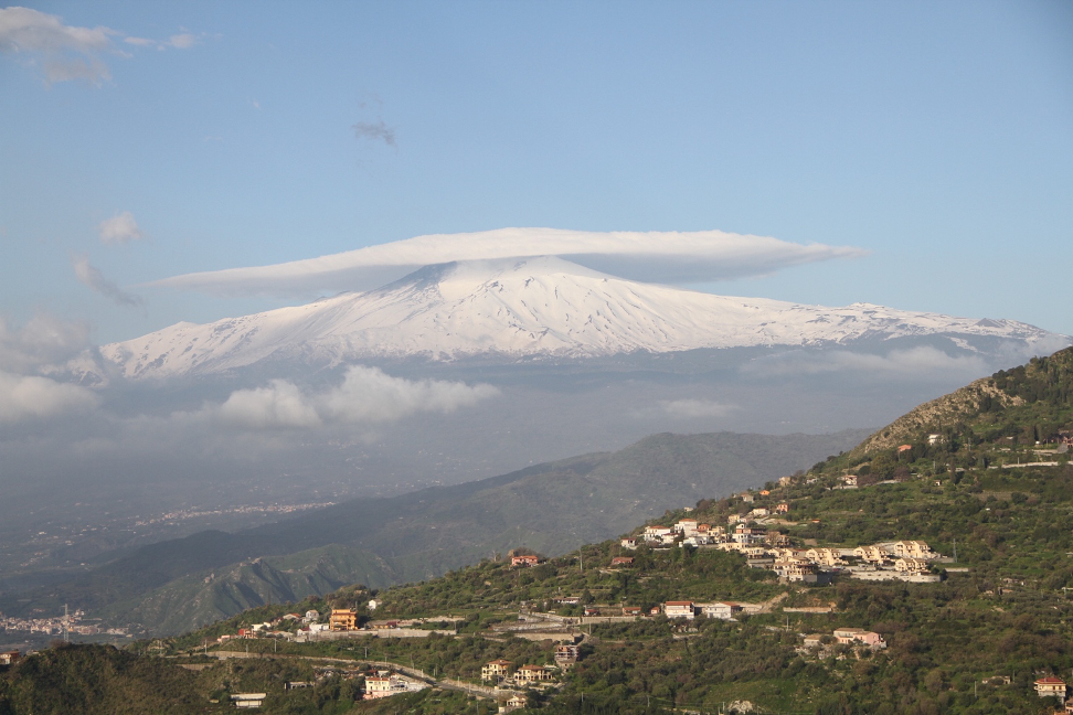 how to become a travel blogger - Mount Etna