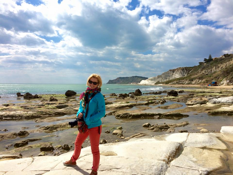 how to become a travel blogger with Jan holding a camera