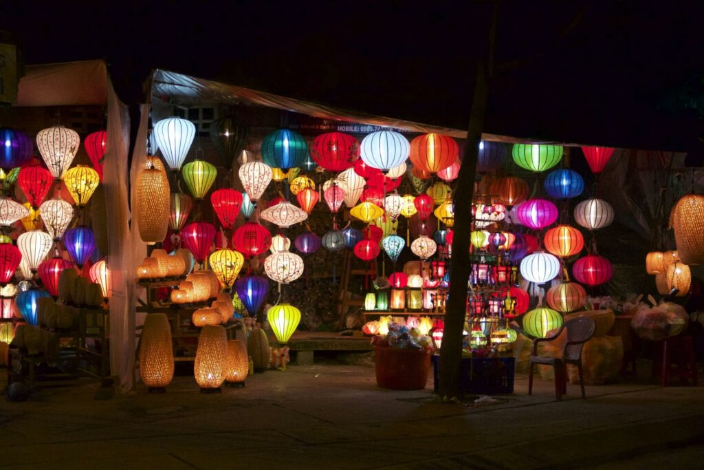 lanterns - how to become a travel blogger